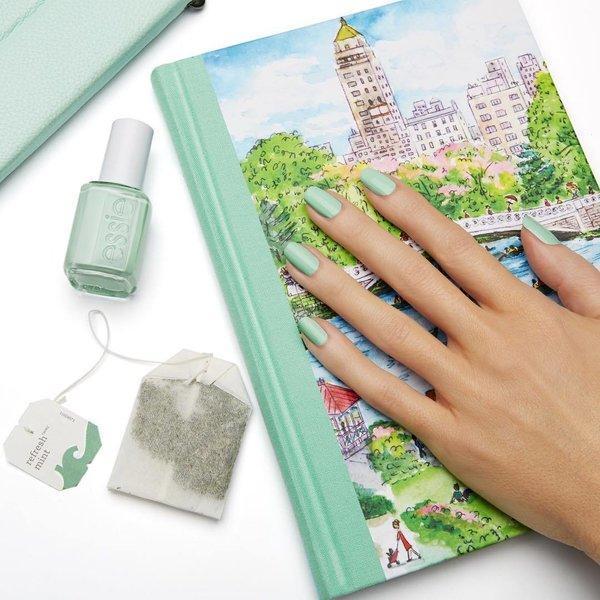 Mint zeleni nokti
