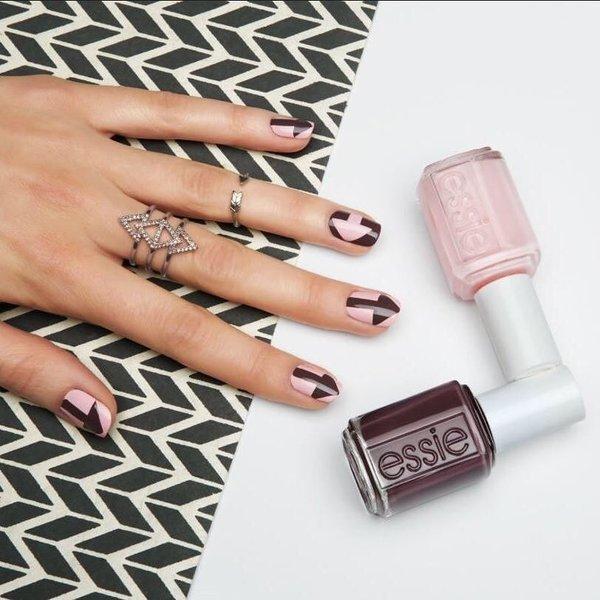 savrseno izmanikirani nokti nokti u dvije boje
