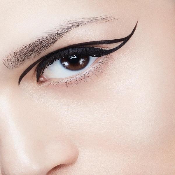 dramatic eyeliner look
