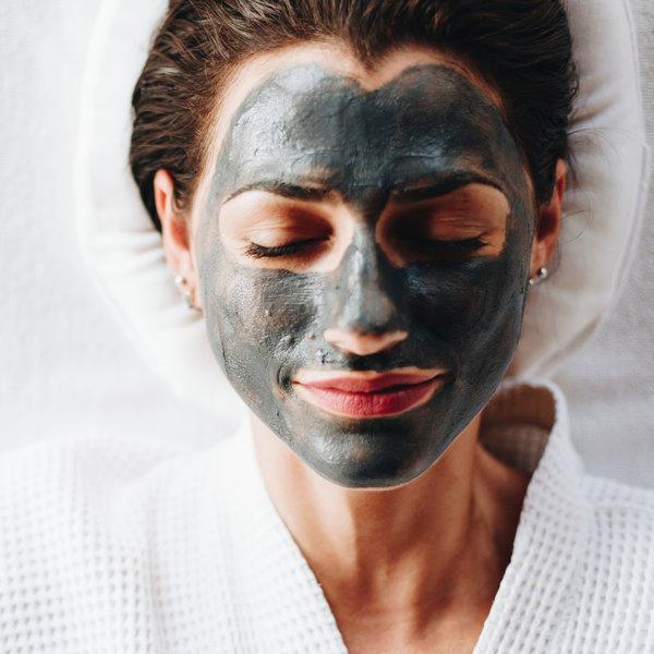 Ugljen kao sastojak proizvoda za čišćenje lica